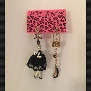 Betsey Johnson PARIS IS ALWAYS GOOD IDEA Earrings